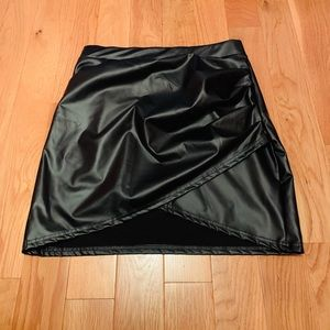 This fake leather Skirt